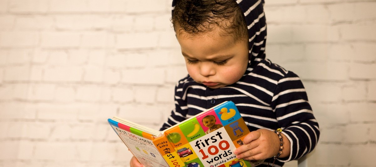 toddler reading first 100 words
