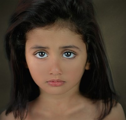 girl using eyes to point
