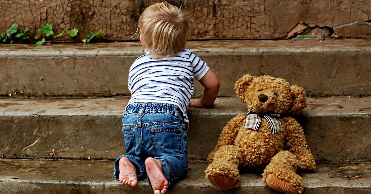 boy on steps with teddy
